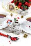 Los chocolates en coco forman escamas en la decoración del Año Nuevo Imagen de archivo