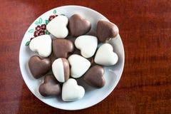 Los chocolates en la placa Fotografía de archivo
