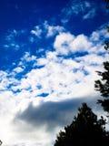 Los cielos más azules fotos de archivo