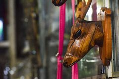 Los ciervos caseros de la belleza hicieron por la madera foto de archivo