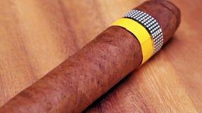 Los cigarros cubanos, hechos a mano almacen de metraje de vídeo