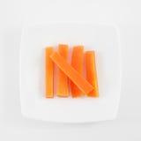 Los cinco palillos de zanahoria anaranjados frescos fotografía de archivo libre de regalías