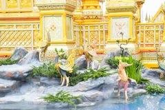Los cisnes en el cuento de hadas de Asia 171105 0475 imagen de archivo