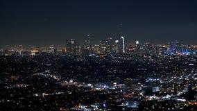 Los citylights de Los Angeles por la noche - visi?n a?rea almacen de video