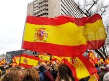 Los ciudadanos españoles asisten a la demostración contra el gobierno socialista en Madrid imagen de archivo libre de regalías