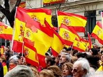 Los ciudadanos españoles asisten a la demostración contra el gobierno socialista en Madrid fotografía de archivo libre de regalías