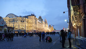 Los ciudadanos visitaron el Año Nuevo justo en Plaza Roja Fotografía de archivo