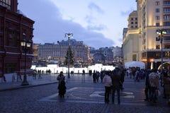 Los ciudadanos visitaron el Año Nuevo justo en Plaza Roja Fotos de archivo libres de regalías