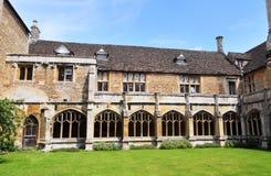 Los claustros de una abadía inglesa medieval Foto de archivo