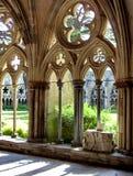 Los claustros en la catedral de Salisbury imagenes de archivo