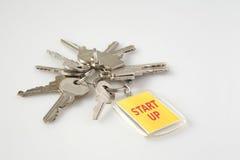 Los claves con concepto del asunto de la etiqueta arrancan para arriba imagenes de archivo