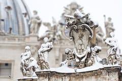 Los claves de San Pedro en la nieve. Fotos de archivo