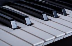 Los claves del piano se cierran para arriba Foto de archivo libre de regalías