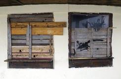 Los clavos suben ventanas Imagenes de archivo