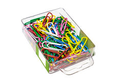 Los clips de papel coloreados en caja Imagen de archivo