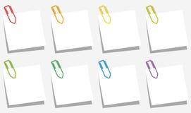 Los clips de papel observan colores de los resbalones Foto de archivo libre de regalías
