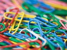 Los clips de papel se cierran para arriba Foto de archivo libre de regalías