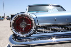 Los coches clásicos mueven hacia atrás la luz Foto de archivo