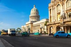 Los coches de la vendimia acercan al capitolio en La Habana Imagen de archivo
