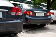 Los coches modernos son el jardín del estacionamiento Foto de archivo libre de regalías