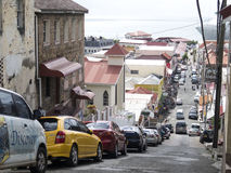 Los coches parquearon en una calle local en Grenada Imagen de archivo
