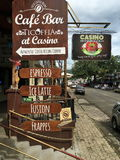 Los Cocos varan la barra de Ticoffia en el casino, Guanacaste Costa Rica Fotos de archivo libres de regalías