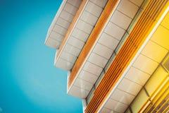 Los colores brillantes del papel pintado de la arquitectura diseñan el contexto artístico imágenes de archivo libres de regalías