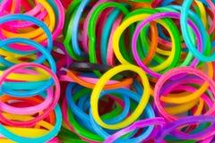 Los colores del arco iris, telar azul rellenan las gomas elásticos del silicio Imagen de archivo libre de regalías