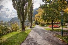 Los colores del otoño de la orilla del lago en Zell consideran, Salzkammergut, Austria Fotografía de archivo libre de regalías