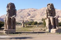 Los colosos de Memnon Luxor imagenes de archivo