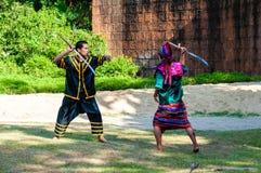 Los combatientes ejercitan para la demostración tradicional tailandesa del arte marcial Fotos de archivo libres de regalías