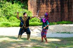 Los combatientes ejercitan para la demostración tradicional tailandesa del arte marcial Imagenes de archivo