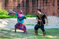 Los combatientes ejercitan para la demostración tradicional tailandesa del arte marcial Foto de archivo