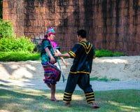 Los combatientes ejercitan para la demostración tradicional tailandesa del arte marcial Fotografía de archivo libre de regalías