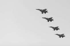 Los combatientes rusos en el cielo en el banquete del día de la victoria en 9 pueden Fotografía de archivo