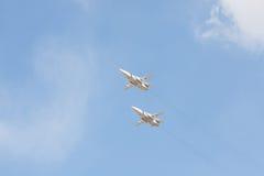 Los combatientes rusos en el cielo en el banquete del día de la victoria en 9 pueden Imagen de archivo