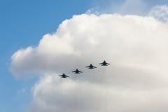 Los combatientes rusos en el cielo en el banquete del día de la victoria en 9 pueden Imagenes de archivo
