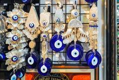 Los comerciantes en la Estambul comercializan la venta de una variedad de mercancías Fotografía de archivo libre de regalías
