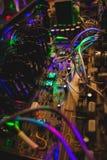 Los componentes electrónicos se cierran para arriba en amplificador imagen de archivo libre de regalías
