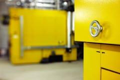 Los controles centrales del un cuarto de planta mecánica y eléctrica imagen de archivo