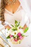 Los controles de la novia Imagen de archivo libre de regalías