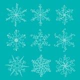 Los copos de nieve caligráficos del vintage hermoso fijados para el invierno de la Navidad diseñan stock de ilustración