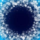 Los copos de nieve enmarcan con el fondo azul marino para plantilla de la estación de la Navidad y del Año Nuevo o del invierno p libre illustration
