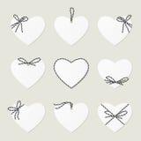 Los corazones con el ahd de las cintas arquean en estilo de la guita stock de ilustración