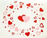 Los corazones de la tarjeta del día de San Valentín en el fondo blanco Imagenes de archivo