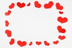 Los corazones enmarcan hecho de pequeños corazones rojos Foto de archivo