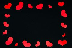 Los corazones enmarcan hecho de pequeños corazones rojos Imágenes de archivo libres de regalías