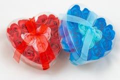 Los corazones modelan en el fondo blanco imágenes de archivo libres de regalías