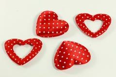 Los corazones rojos en el fondo blanco Imagen de archivo libre de regalías