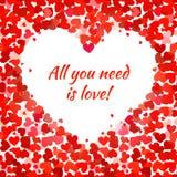 Los corazones rojos y todos lo que usted necesita son frase del amor Foto de archivo